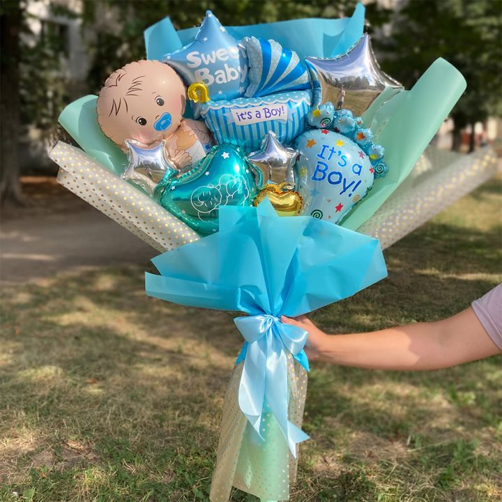 Воздушный букет из шаров на выписку для мальчика